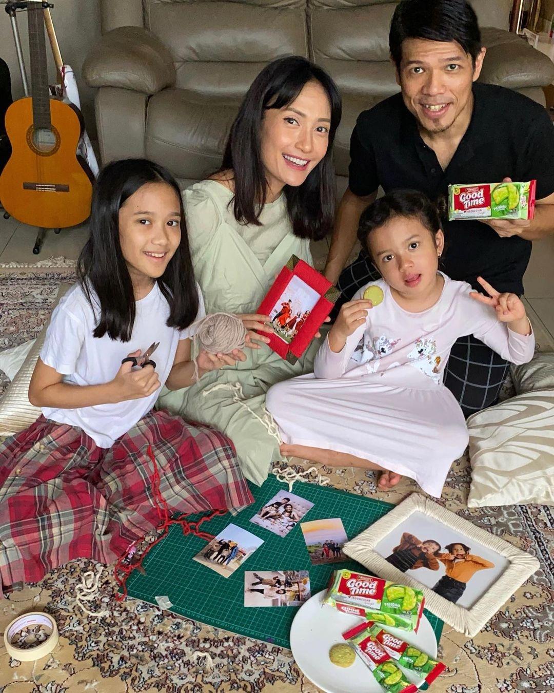 Spesial-Hari-Ibu-Bersama-9-Ratu-Kecantikan-Indonesia-Yang-Berprestasi-Dan-Membanggakan-Indonesia-Artika-Sari-Devi-Puteri-Indonesia-2004